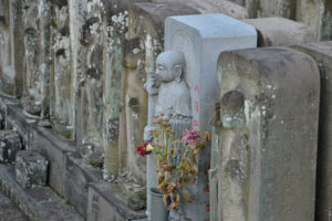jyomyo in temple 84000 jizo stone figures Tokyo - Best travel tips for Japan