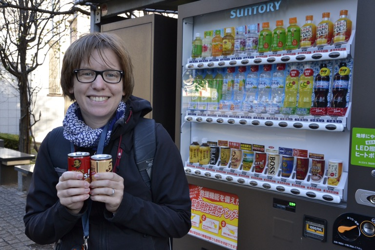 Saskia Hohe's most favorite in Japan - hot coffee and tea from a vending machine for 100 Yen