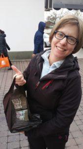 Saskia Hohe with a bag of money in Uzbekistan