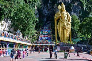 Entrance of Batu Caves - Petronas Towers - Reisetipps für Malaysia
