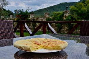 Chatschpuri Georgia traditional dish